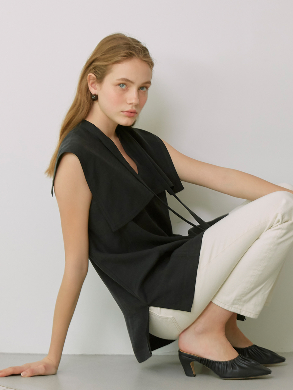 [Low in Stock]MARINA_Sailored Collar Sleeveless Tie Blouse_Black